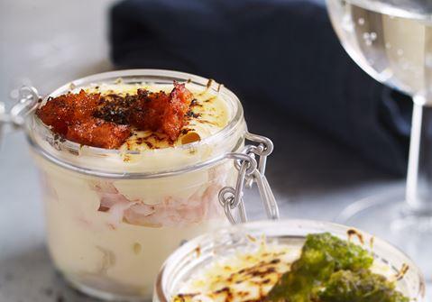 Macaroni and cheese med kronärtskocka, räkor och tomatkrutonger