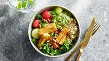 Grönkålsbowl med avokadokräm och pistagenötter