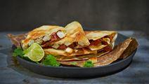 Quesadillas med paneer,  chorizo och koriander