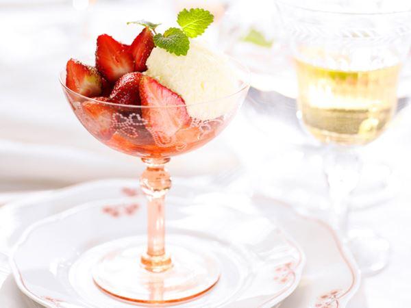 Flädermousse med jordgubbar