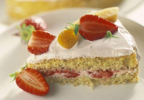 Lätt tårta med jordgubbar