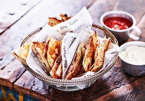 Ostiga quesadillas med bönröra