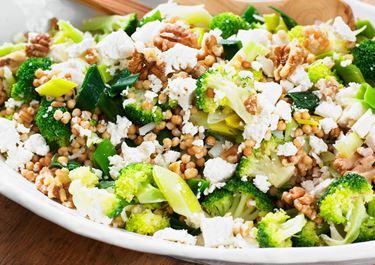 Ljummen broccolisallad med ost