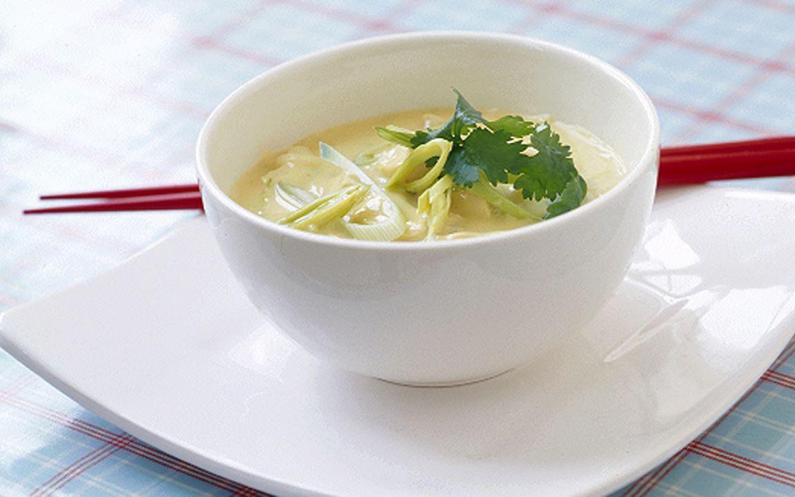 Thaisoppa med nudlar och kyckling