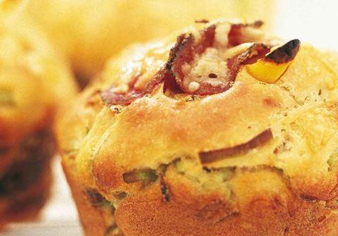 Matmuffins med ost och salami