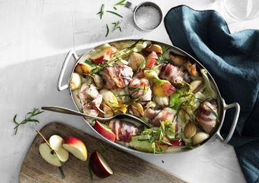 Kycklinggryta med bacon, äpple och kål