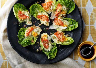 Äggsallad med sashimi på lax