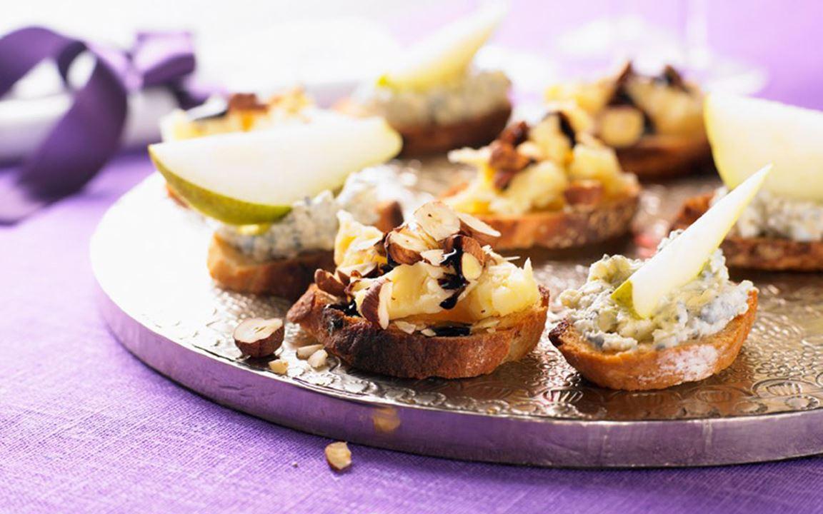 Crostini med ost och balsamico