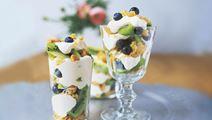 Fruktig dessert i glas