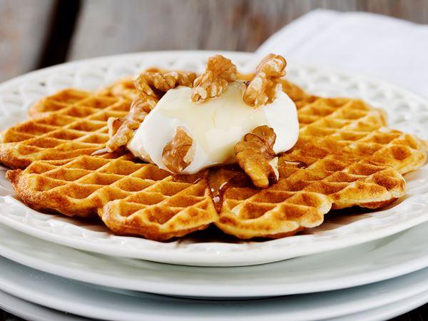 Kardemummavåfflor med yoghurt och honung