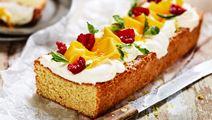 Sockerkakstårta med hallon och mango