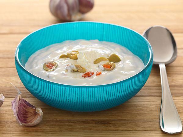 Kall sås med ost och oliver
