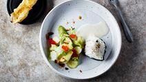 Noribakad hälleflundra, broccoli och gratinerad kungskrabba