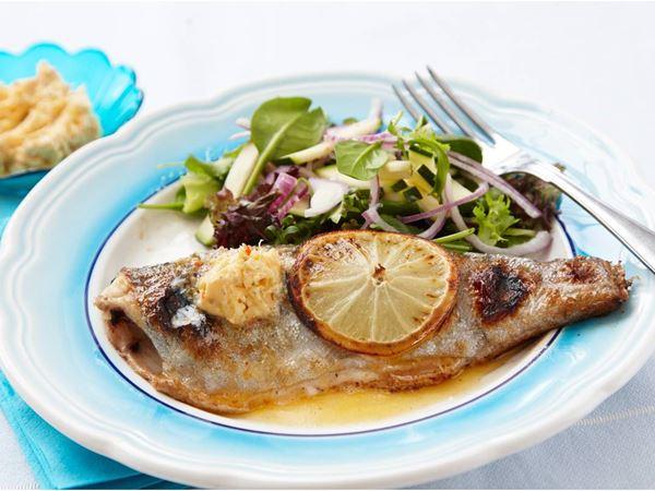 Grillad fisk med kryddsmör