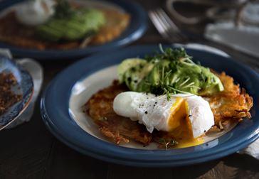 Rösti med Herrgård®, pocherat ägg och avokado