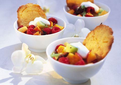 Exotisk fruktsallad med honungscrème