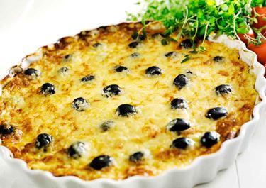 Omelett i ugn med lök och oliver
