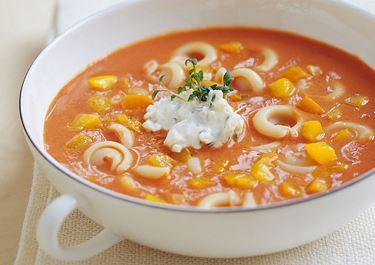 Tomatsoppa med paprika och pasta