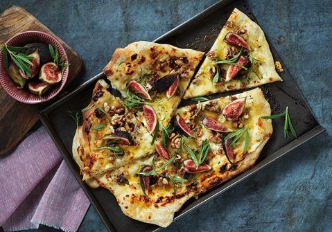 Pizza med cheddar och rosmarin