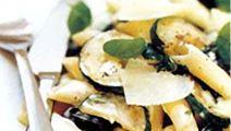 Pasta med zucchini och oliver
