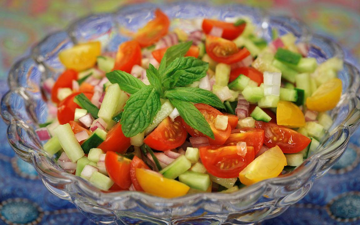 Tomat- och gurksallad