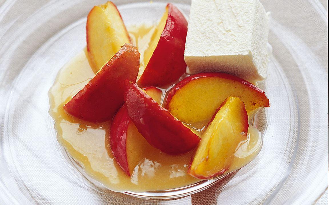 Stekta äpplen i kolasås