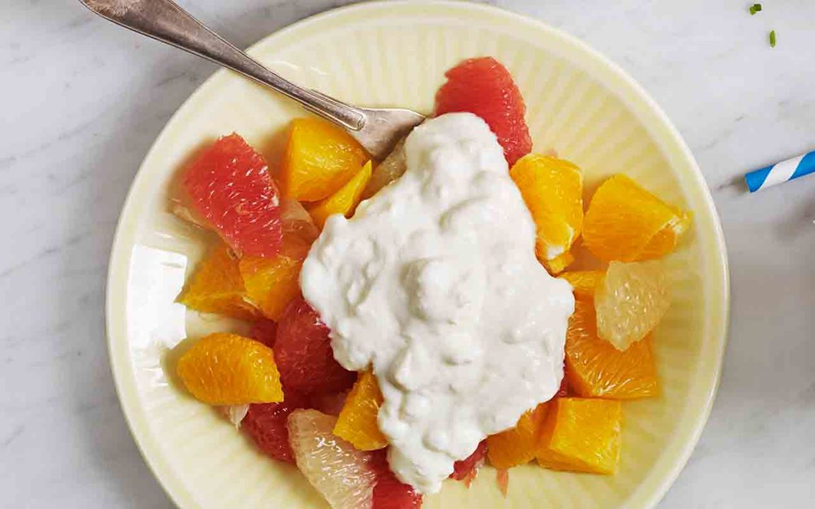 Citrussallad med krämig topping