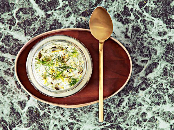 Vegetarisk sill i krämig ört- och citronsås