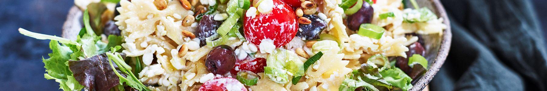 Oliv + Pinjenötter + Sallad