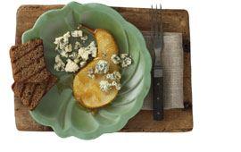 Rostad pepparkaka med ädelost och päron