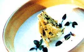 Vitlökssoppa med matyoghurt