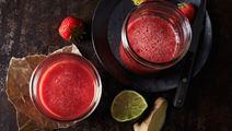 Jordgubbsjuice med ingefära och lime