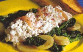 Varm potatis- och spenatsallad med gravlaxröra
