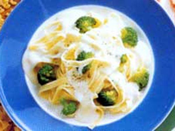 Pasta med broccoli och ädelost