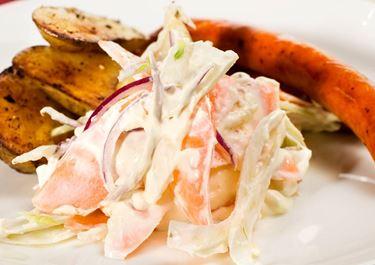 Kabanoss och coleslaw med fänkål