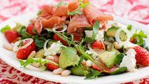 Sallad med skinka och jordgubbar