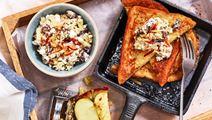 French toast med cottage cheeseröra på äpple och russin