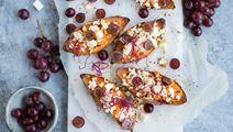 Ugnsbakad sötpotatis med vitost och vindruvor