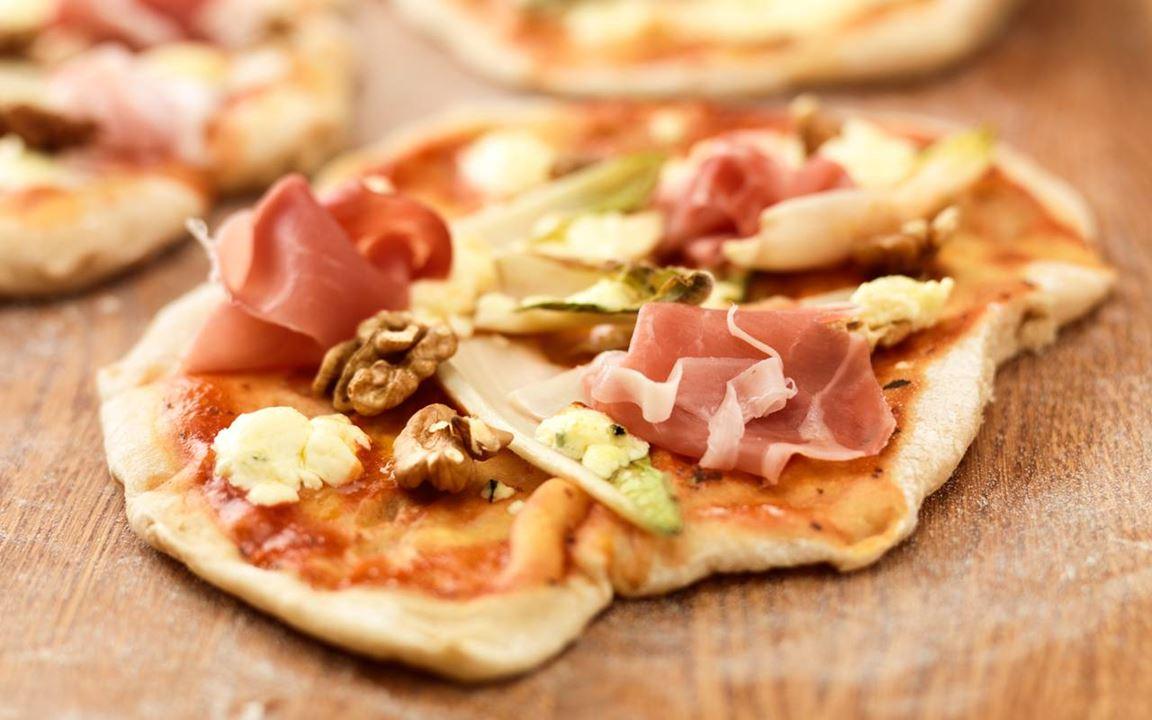 Pizza med ädelost