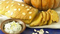 Pumpabröd med kryddig färskoströra