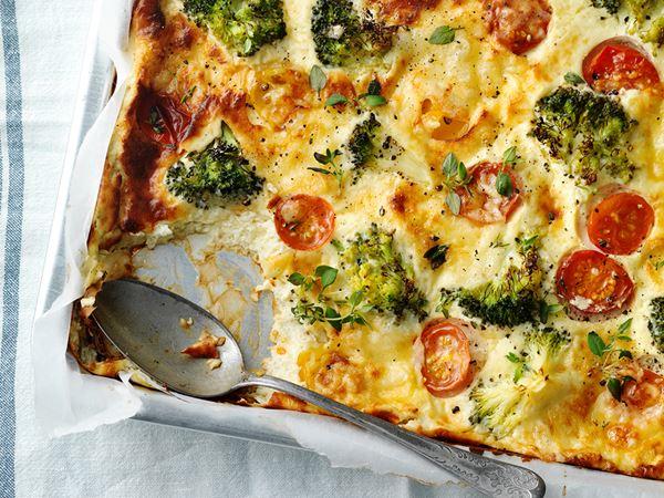Broccoligratäng med ost och småtomater
