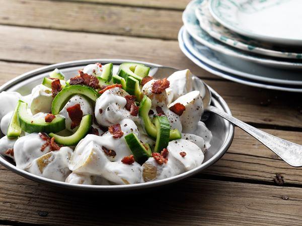 Potatissallad med bacon och gurka
