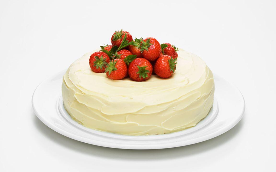Rabarber och jordgubbsmoussetårta