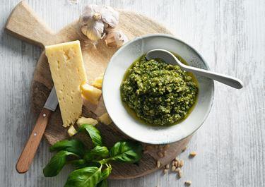 Mild pesto med svensk ost