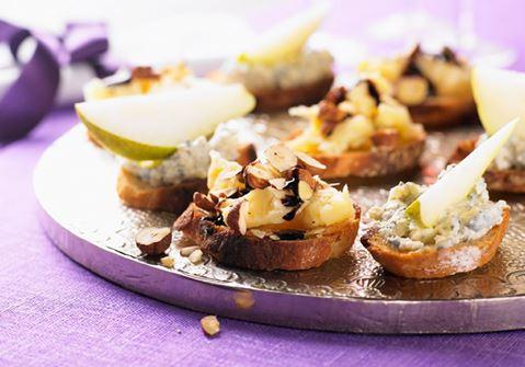 Ädelostkräm med päron på crostini