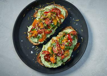 Bruschetta med avokadoröra och tomat