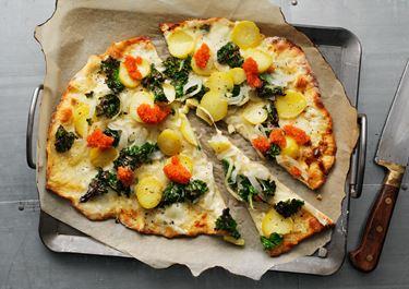 Pizza bianca med grönkål och silverlök