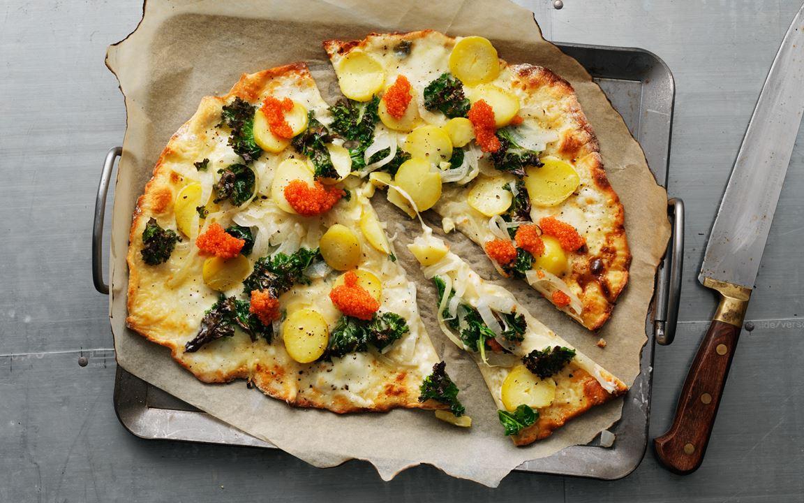 Pizza bianco med grönkål och silverlök