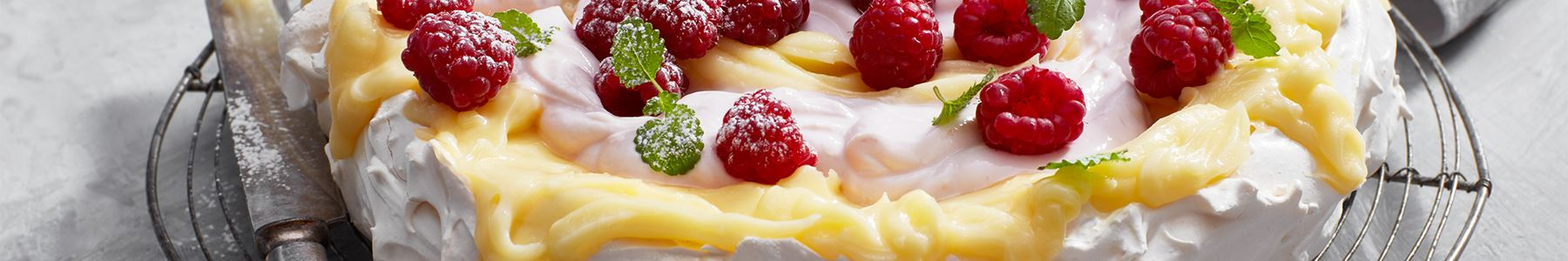 Tårta med frukt och bär