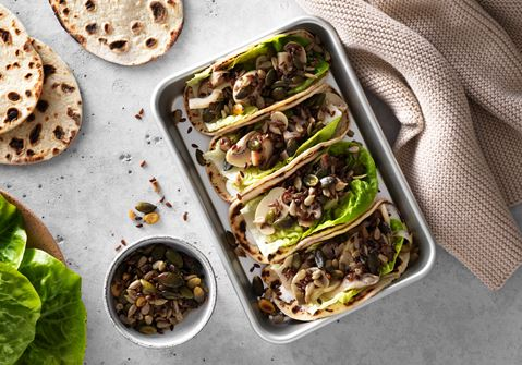 Potatistortilla med picklad svamp och saltrostade frön